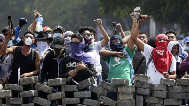nicaragua protesters behind roadblock. from voice of america. e1531248228737