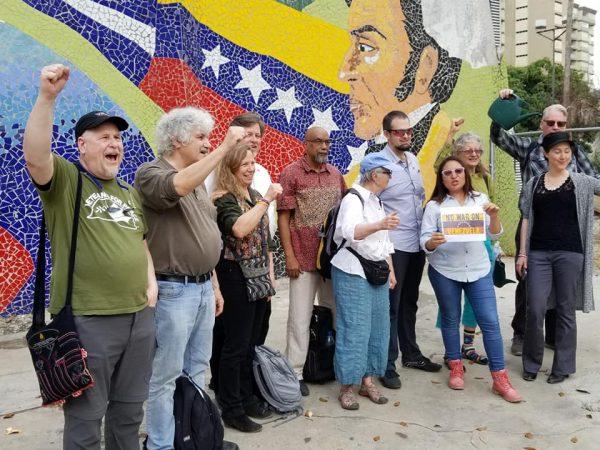 venezuela delegation in front of vz mural e1555773738904
